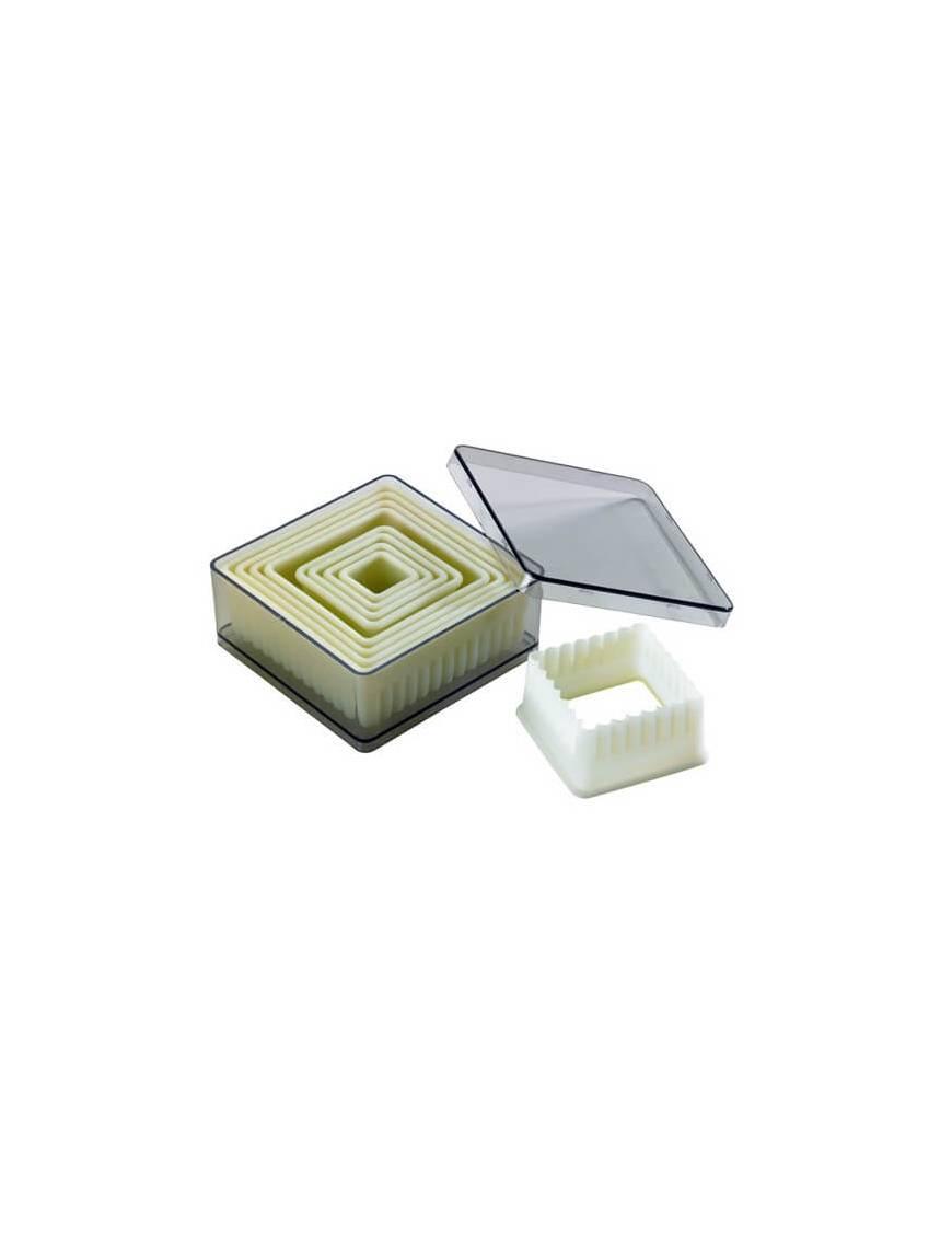 Boite de 9 découpoirs carrés cannelés en polyglas