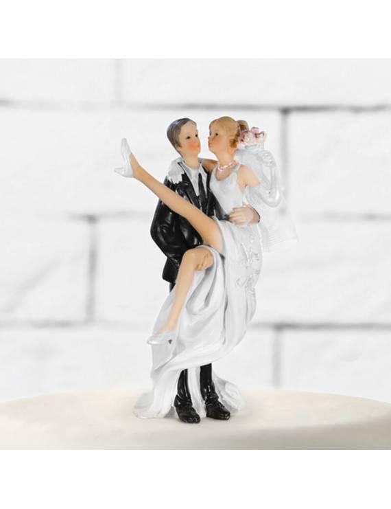 Couple Mariés Portant Bouquet de Roses - PartyDéco